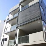 meriton-4300mm-wide-3100mmh-pcoat-titanium-pearl-pelmet-with-silver-slats