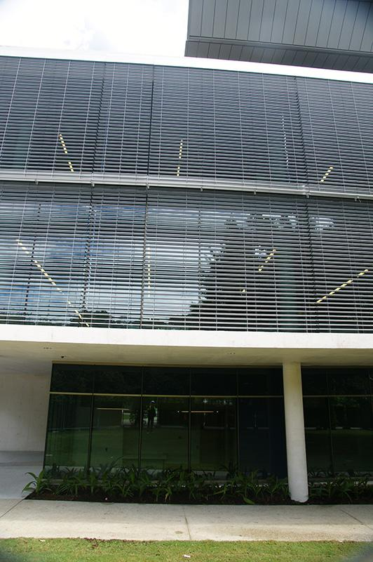 sure-shade-120s-ultimate-facade-mount-wire-guide-144-linear-metres-4200mm-wide-4300mm-high-3